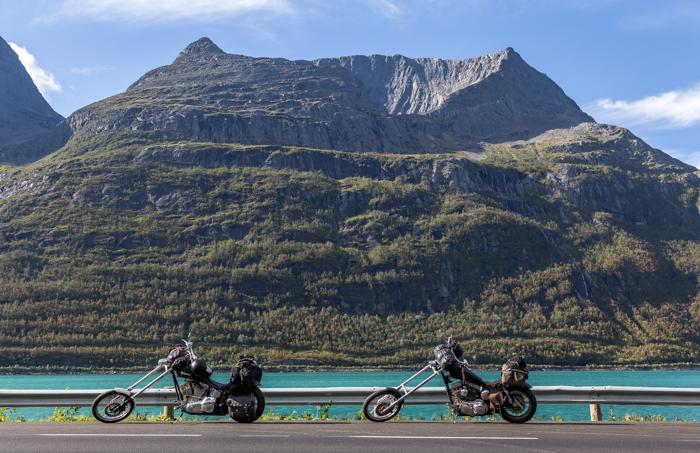 Pohjois-Norja maisema tunturi syksy Norway turkoosi vuono roadtrip moottoripyörä harley davidson chopper_