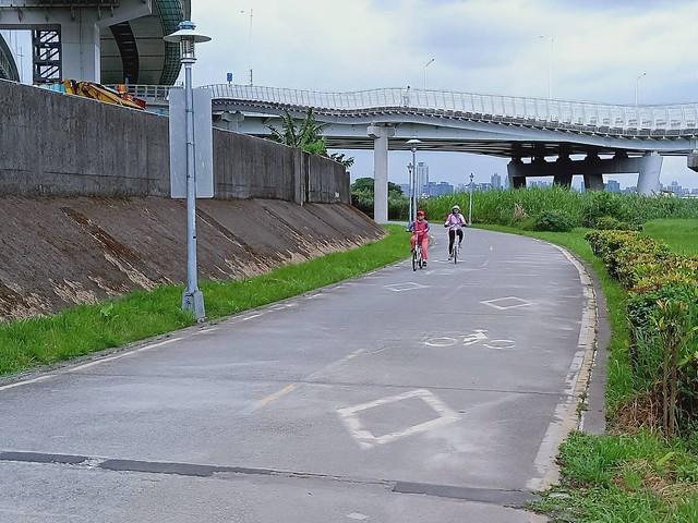 延平北路五段,關渡騎自行車 (22)