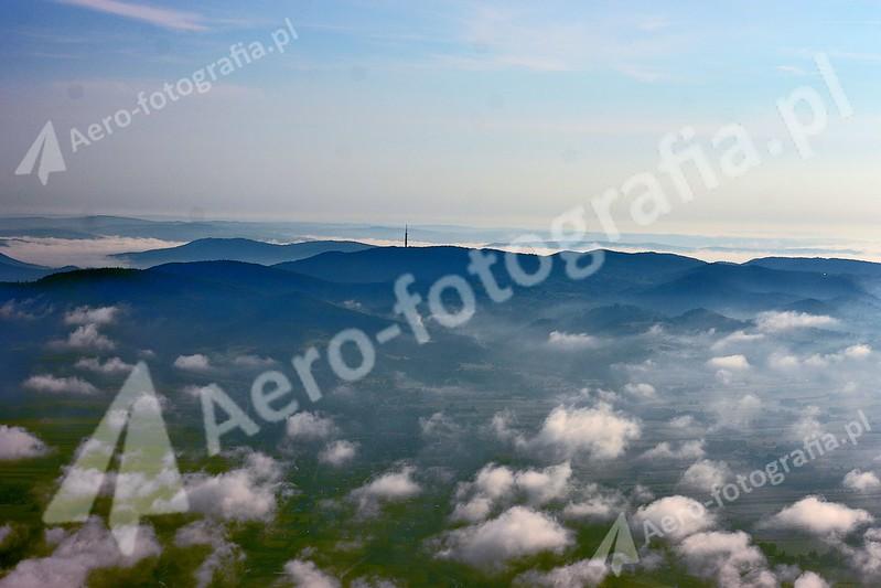Pogórze Dynowskie - widok znad Krosna. Wieża telewizyjna.