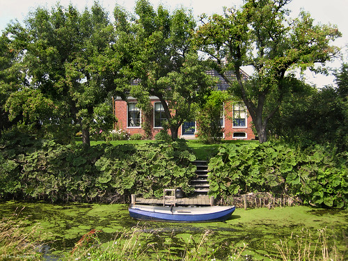 Groningen: Leermens, a house with a boat