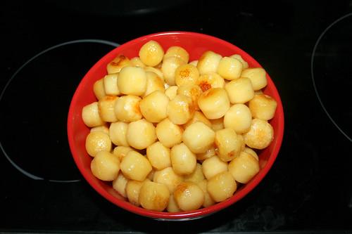18 - Gnocchi aus Pfanne entnehmen / Remove gnocchi from pan