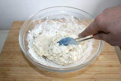 49 - Zu Teig verarbeiten / Mix to dough