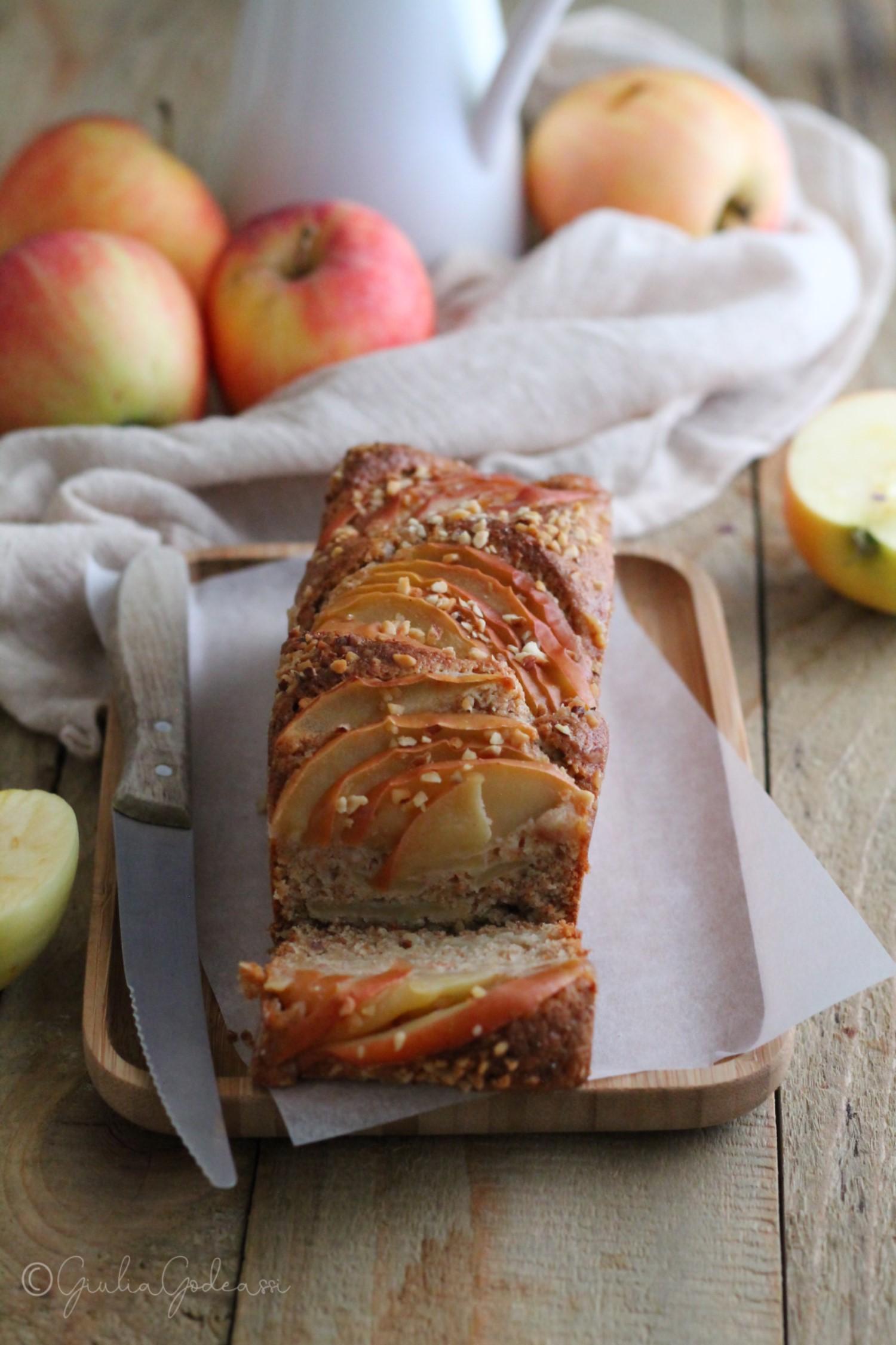 PLUM CAKE INTEGRALE ALLE MELE E NOCCIOLE