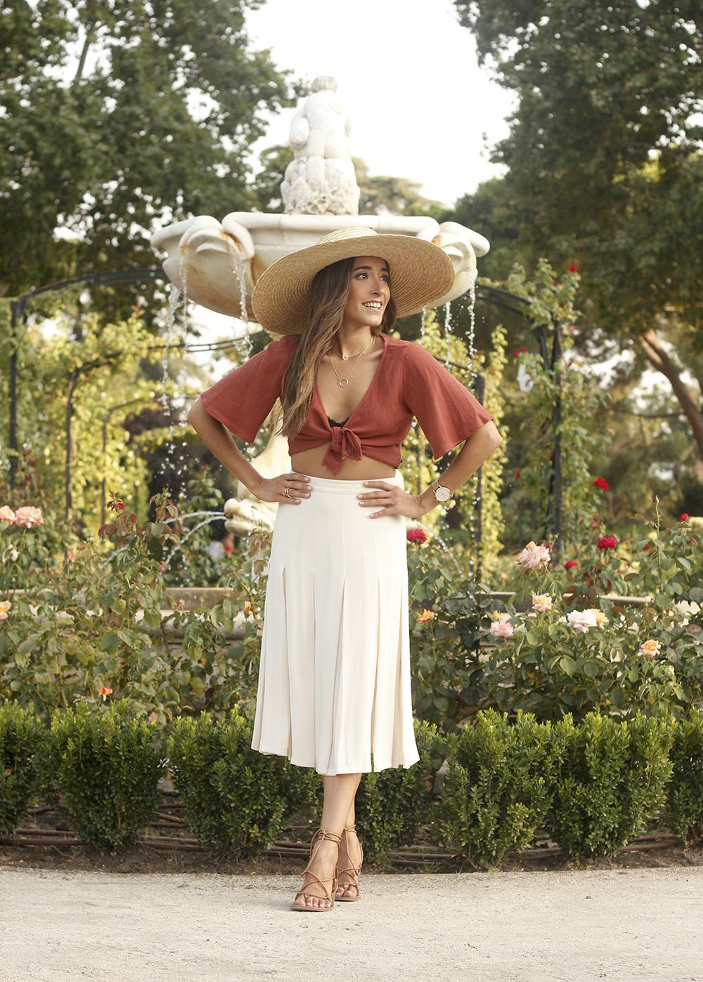 terracotta top white midi skirt straw hat flat sandals street style 201803