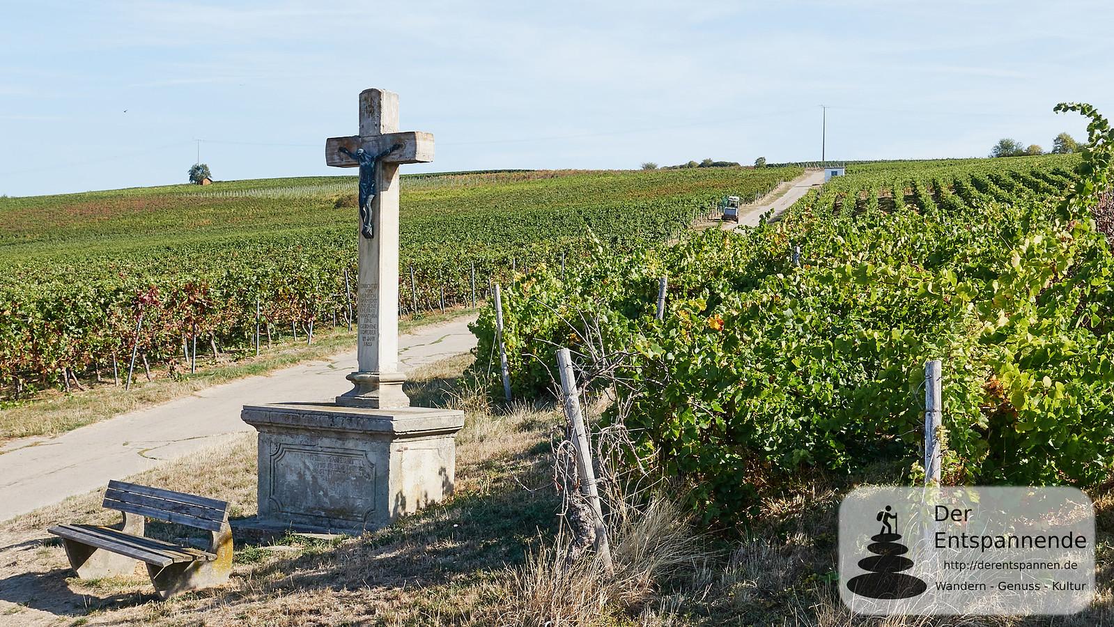 Kreuz in den Weinbergen bei Sörgenloch