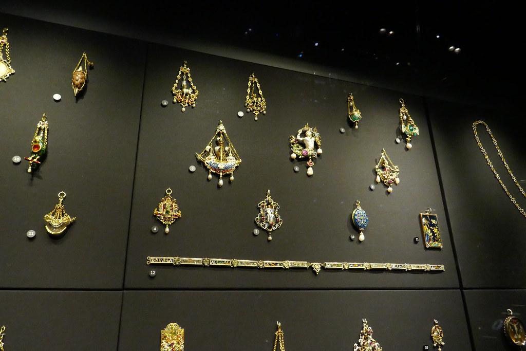 V&A Jewellery