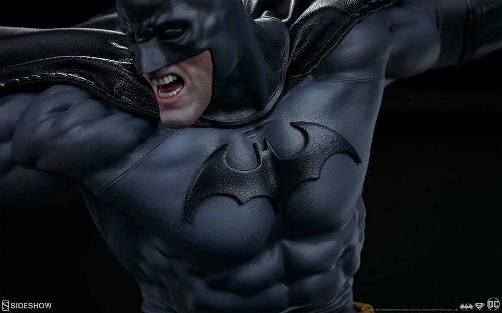 黑暗騎士與鋼鐵英雄的超魄力激戰展開!! Sideshow Collectibles DC Comics【蝙蝠俠大戰超人】Batman vs Superman 全身雕像作品