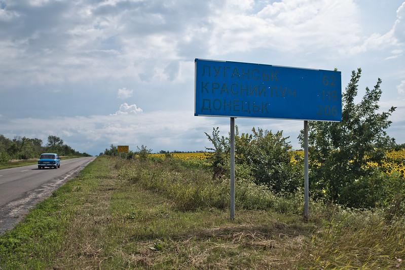Street sign on the road to Ukrainian Checkpoint near Shchastya