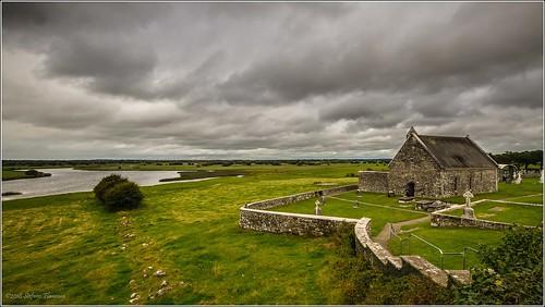clonmacnoise ireland irlanda erba rovine monastero antico