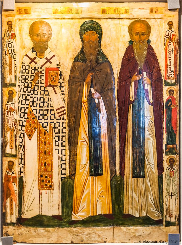 Свт. Николай Чудотворец прп. Антоний Великий и прп. Афанасий Афонский. Икона XVI в.
