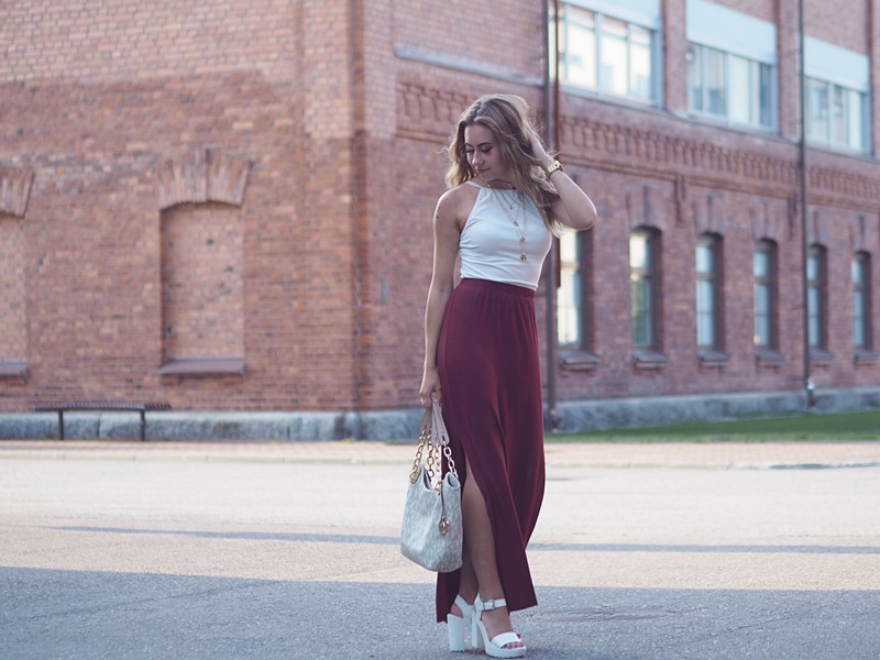 burgundy maxi skirt white top outfit