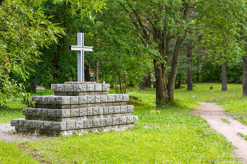 Кирха в Приозерске, финское военное захоронение