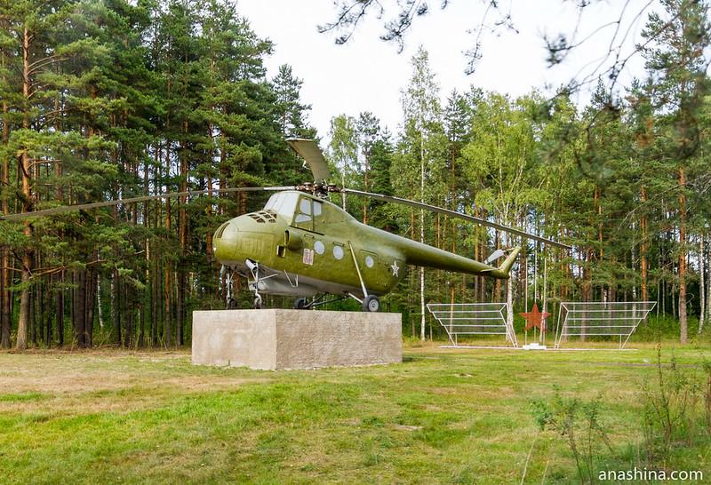 Памятник-вертолёт Ми-4 в Глебычево, Карельский перешеек