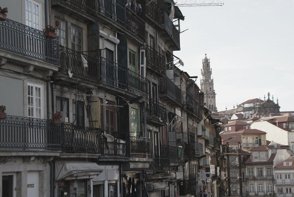 Dans le coin de la gare de Sao bento, quartier de Baixa / Sé à Porto.