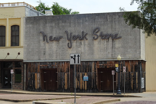 tyler tylertx texas usa outdoor street streetview building buildings shop store newyorkstore forsale businessforsale city rosecity streetcorner architecture walls
