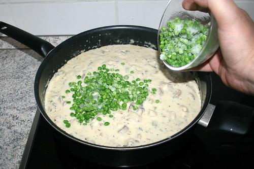 56 - Erbsen einrühren / Stir in peas