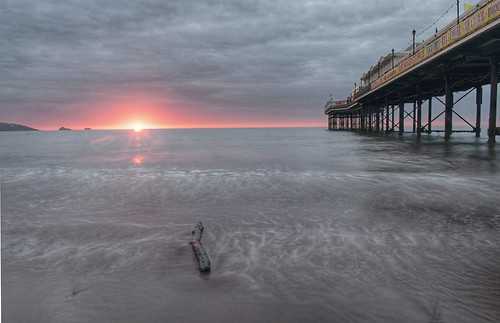 paigntonpier beach sand driftwood sky sun sunrise nikond3300 tripod devon englishriviera cloud longexposure landscape seascape