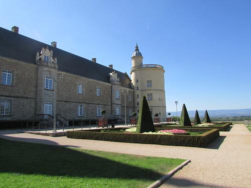 Les extérieurs du Château de Bouthéon (XIII - XIXè siècle), Forez, Loire, France