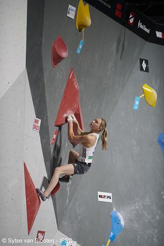 ifscwch-innsbruck-bouldersemifinals-women-friday-035-D85_2540