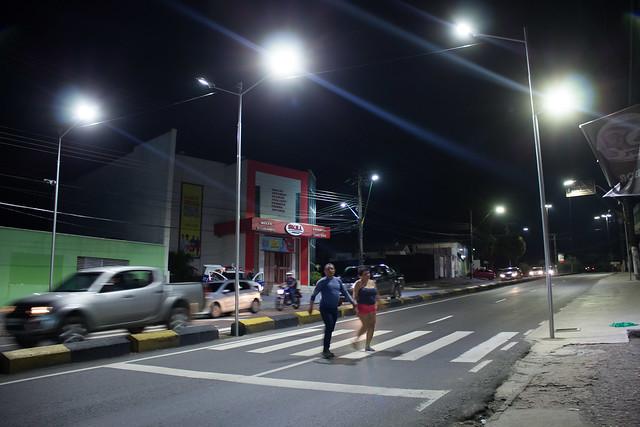 06.09.18 Prefeitura instala faixa de pedestre com iluminação LED