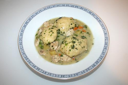 60 - Chicken vegetable stew with dumplings - Served / Hähnchen-Gemüse-Eintopf mit Klößchen - Serviert