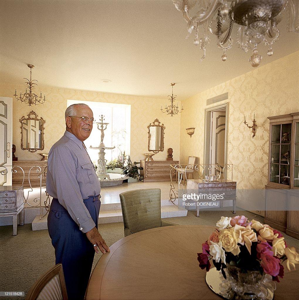 1960. Палм-Спрингс. Мужчина в столовой