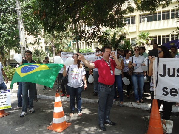 Manifestação contra a terceirização e pela convocação dos aprovados do último concurso do TJ-CE. - 06/03/2015