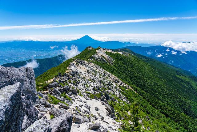 歩いてきた稜線と富士山@観音岳