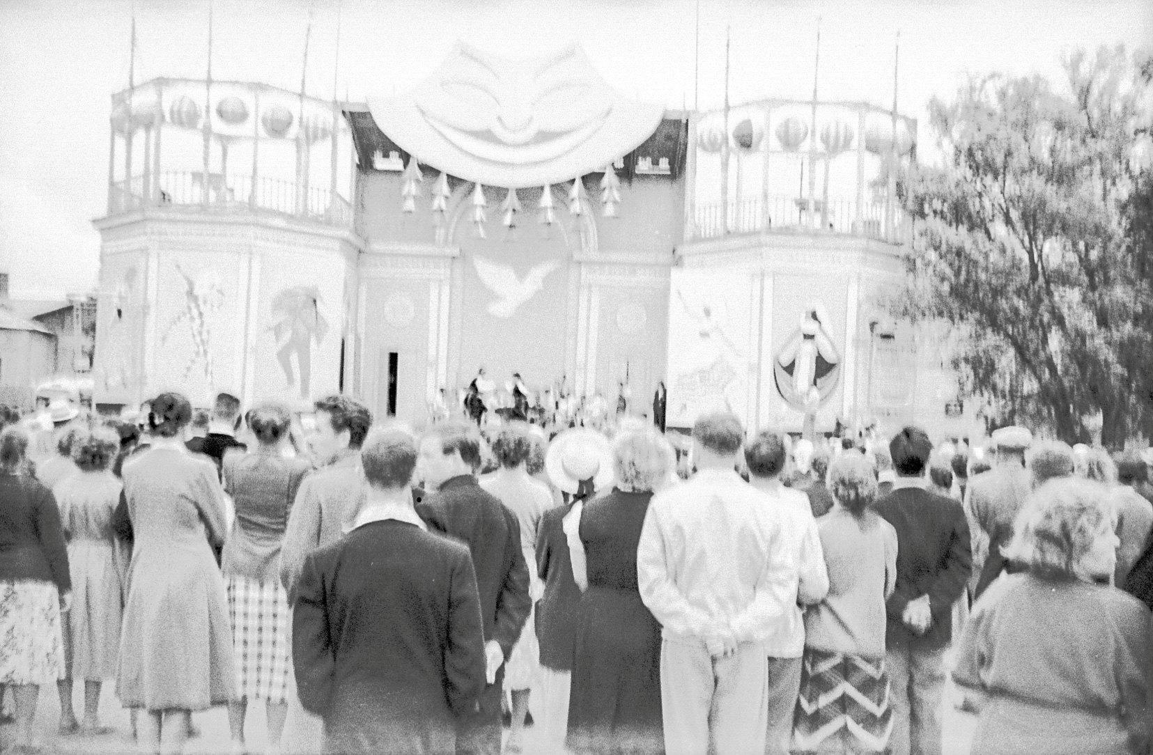 1957. Парк в дни проведения Всемирного фестиваля молодежи и студентов в Москве