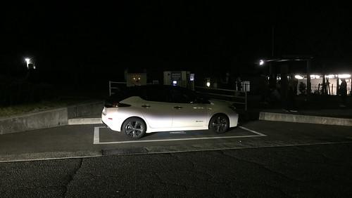 山陽自動車道 宮島SA(下り)で急速充電中の日産リーフ(40kWh)