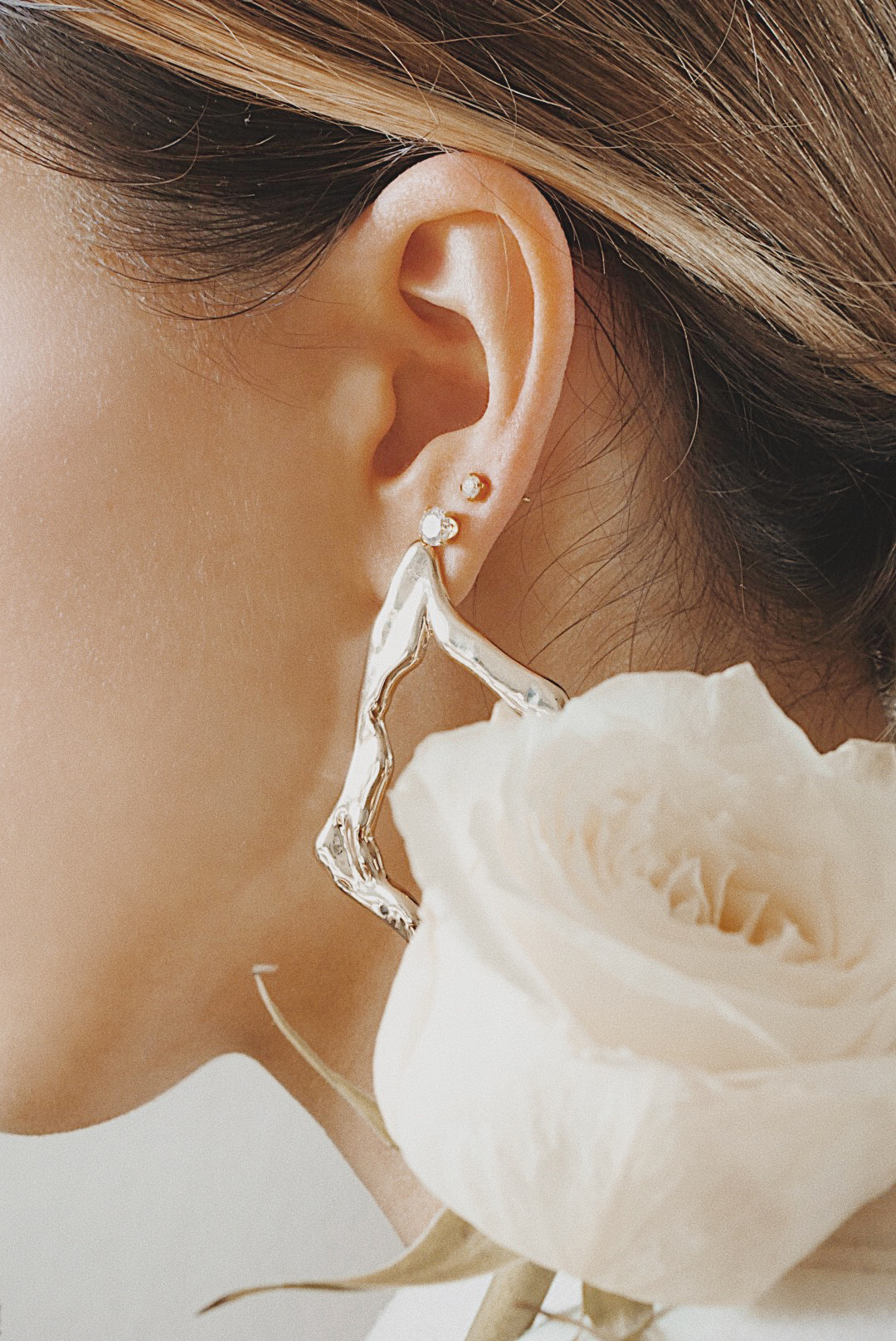 ana_luisa_earrings_roses_photoshoor_jewelry_jewels_the_white_ocean_lena_juice_05