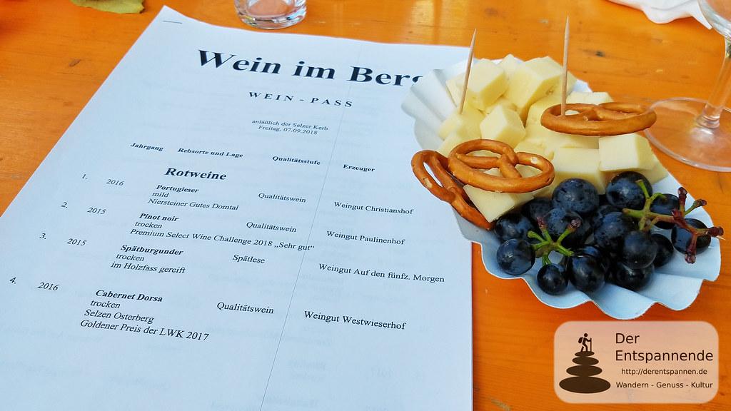 Weinprobe in den Weinbergen: Rotweine