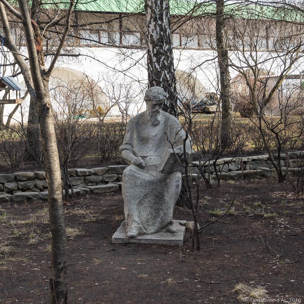 Новоспасский монастырь. Памятник Андрею Рублеву.