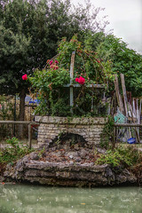 Puit de fleurs - Photo of Gibourne