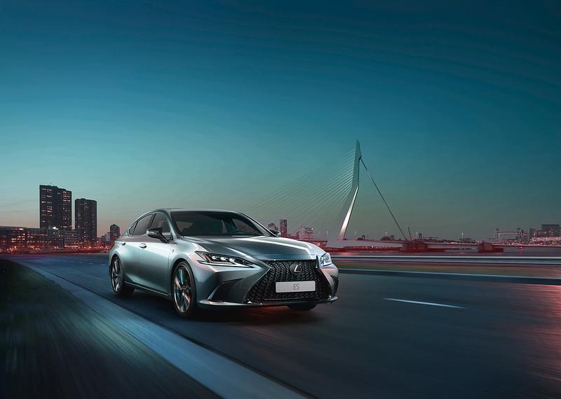 2019 Lexus ES Dubai Carbonoctane