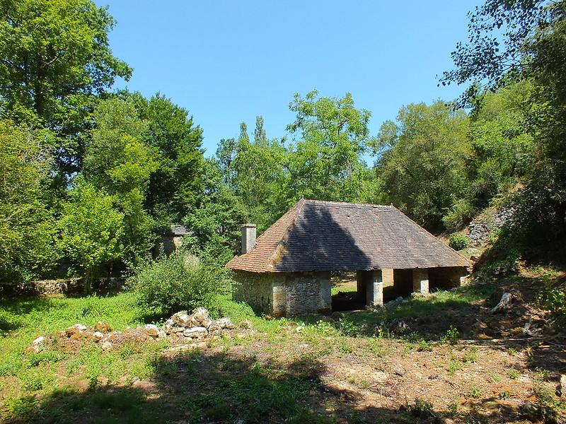 [049-002] Calvignac - Le lavoir du Ruisseau