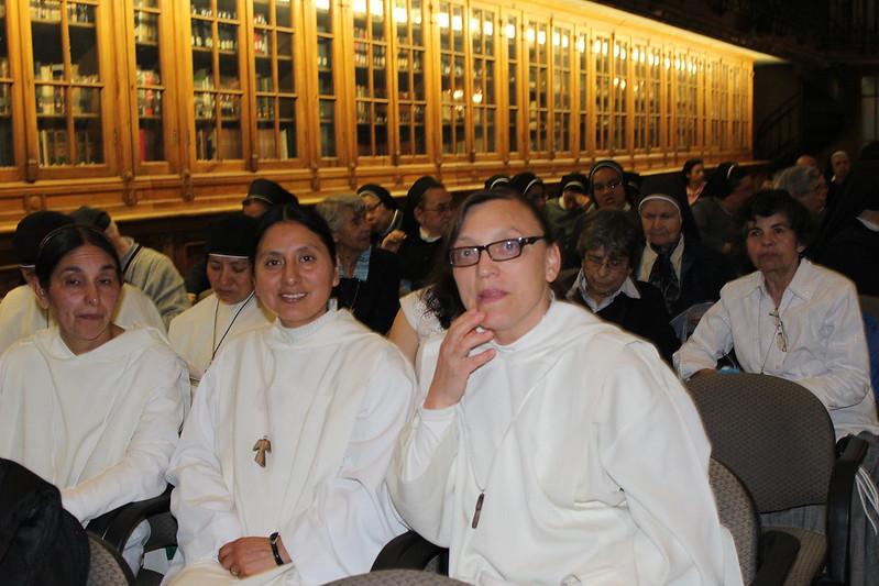 Encuentro Mons. Rodriguez Carballo con vida Consagrada