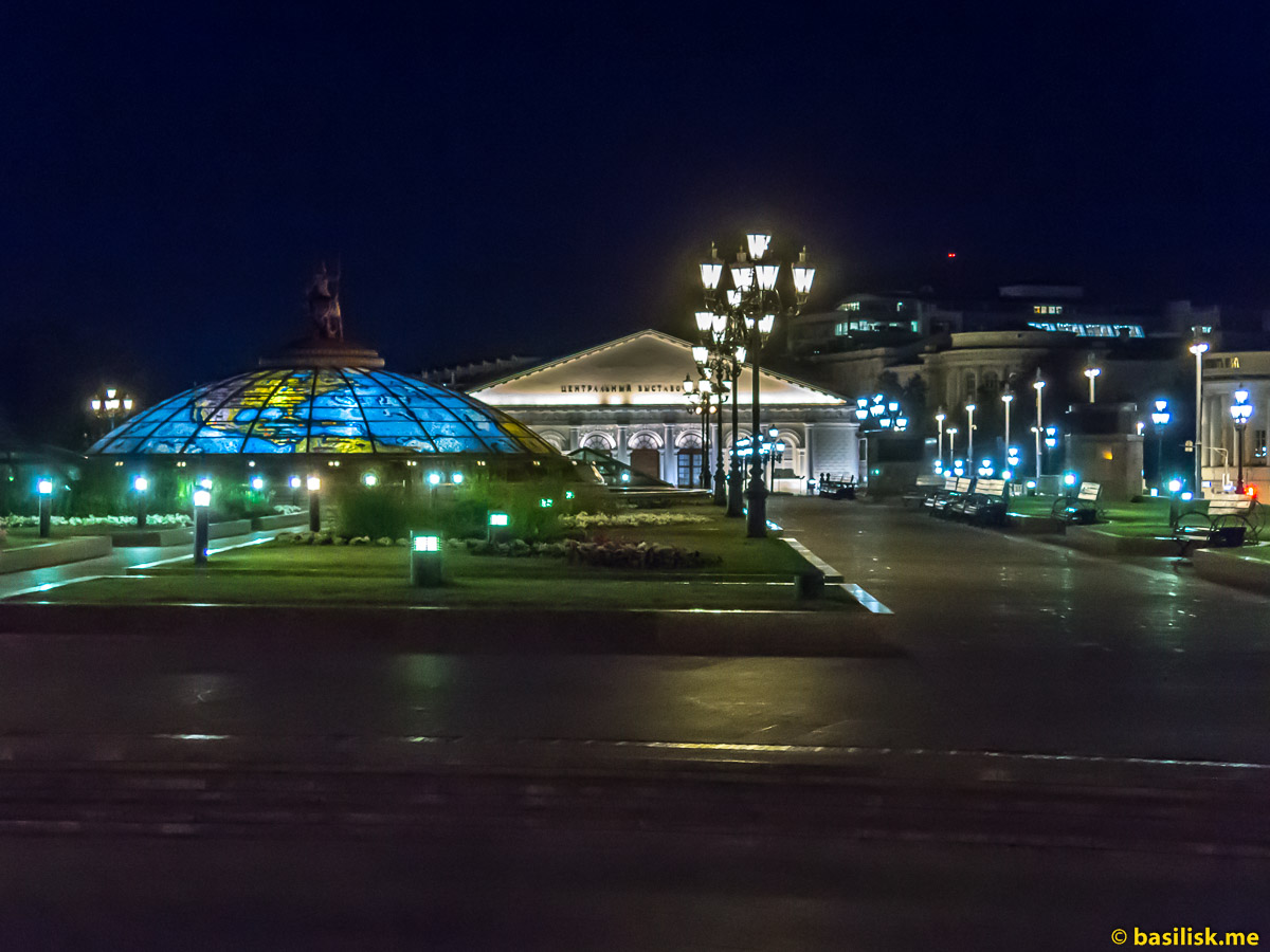 Манежная площадь. Ночная Москва. Август 2018