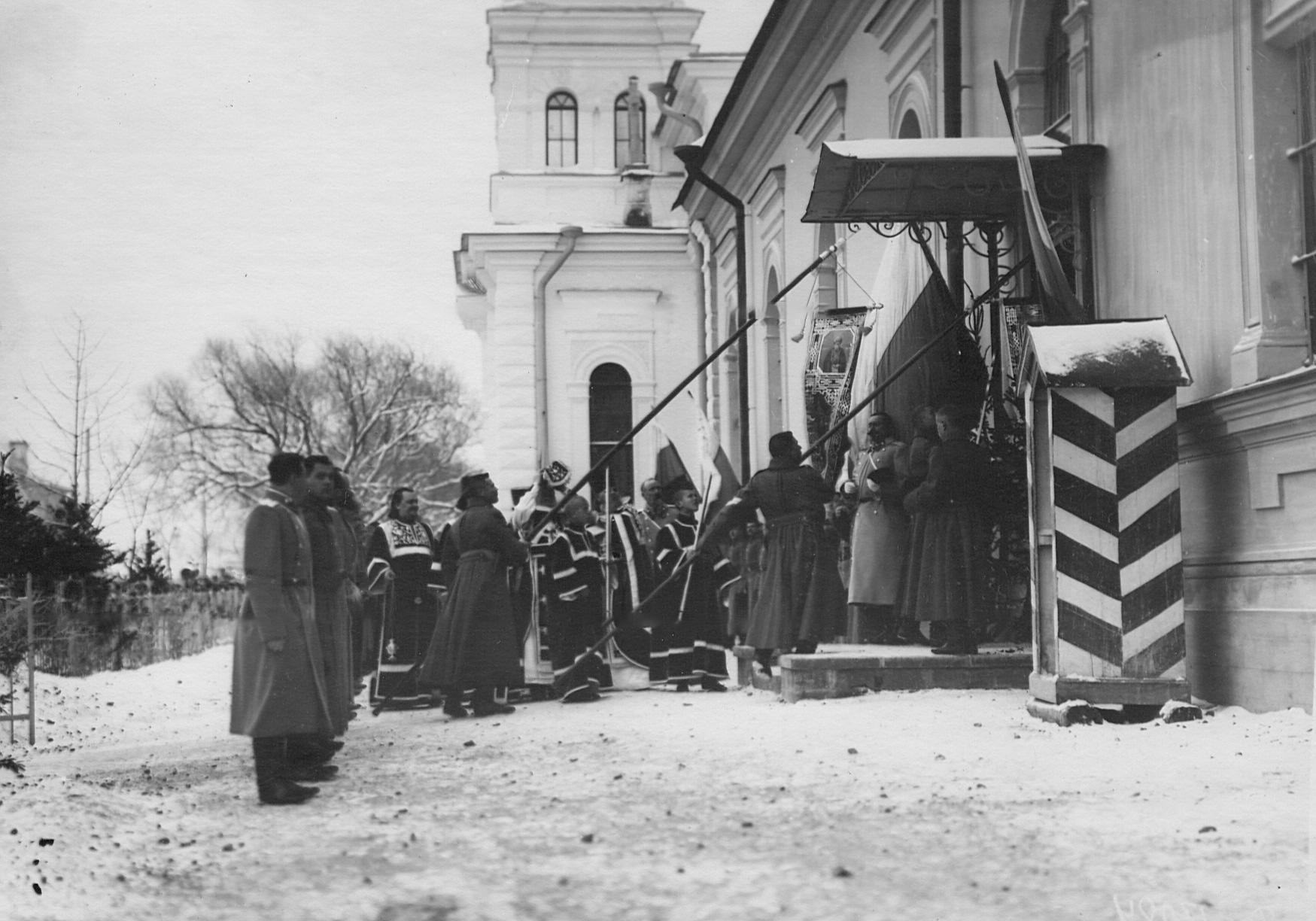 Внесение хоругвий в церковь 2-го стрелкового Царскосельского батальона в день ее освящения. 19 ноября (2 декабря) 1904 года