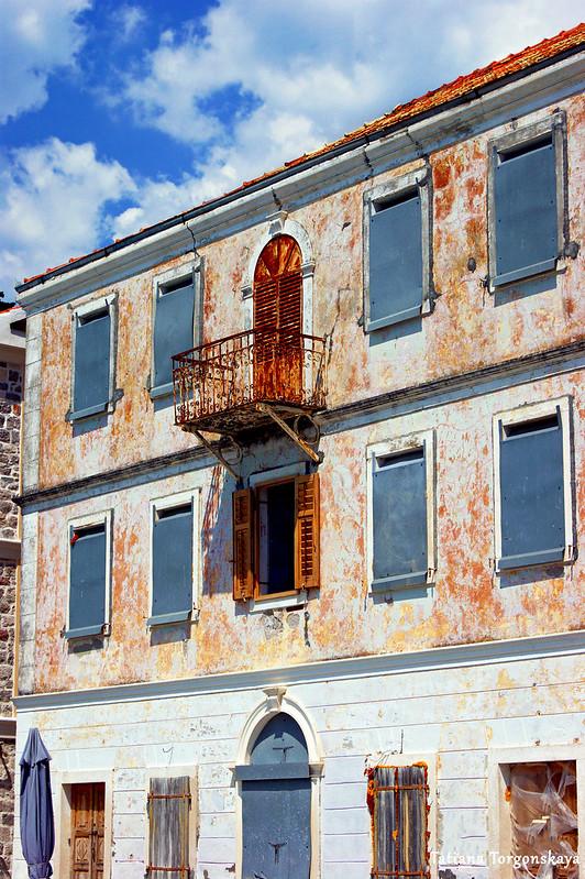 Фасад старого дома в Росе