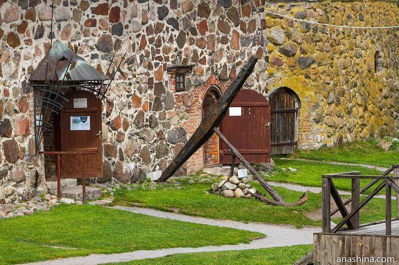 Кованный двурогий якорь с деревянным штоком, крепость Корела, Приозерск