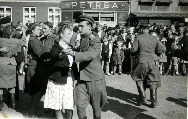 Gone Danes. (20 photos) Denmark, speeches, Danmark, served, Danes, Danes, suppression, troops, liberation, difference, by the authorities, It is noteworthy, Denmark, liberate, Soviet, position, division, police, introduced, emergency