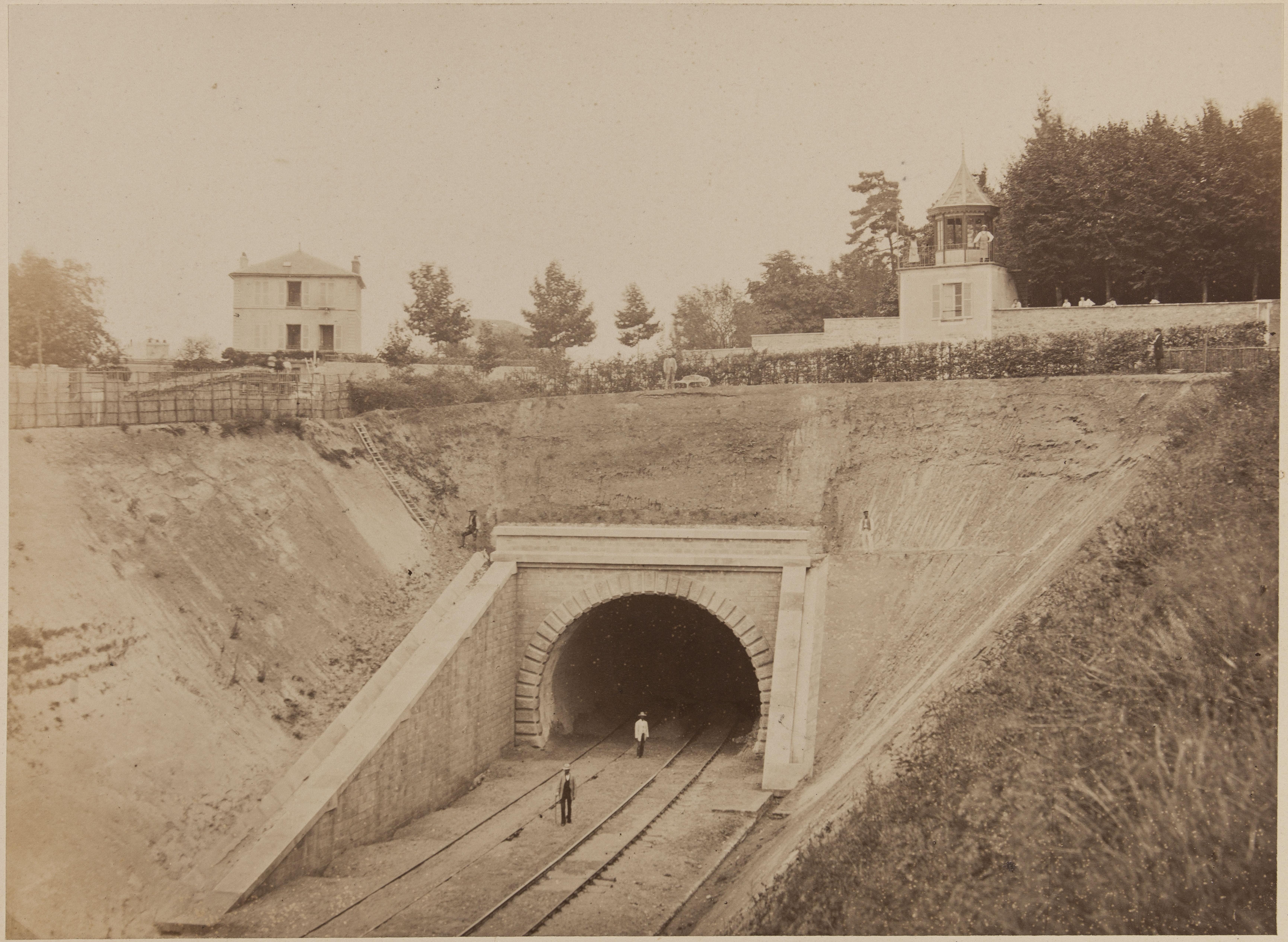 13. Въезд в тоннель возле Лувесиенса