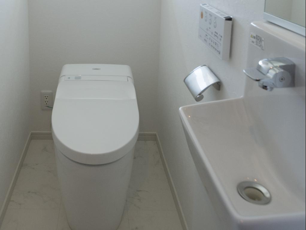 お化粧室・便座と手洗い器