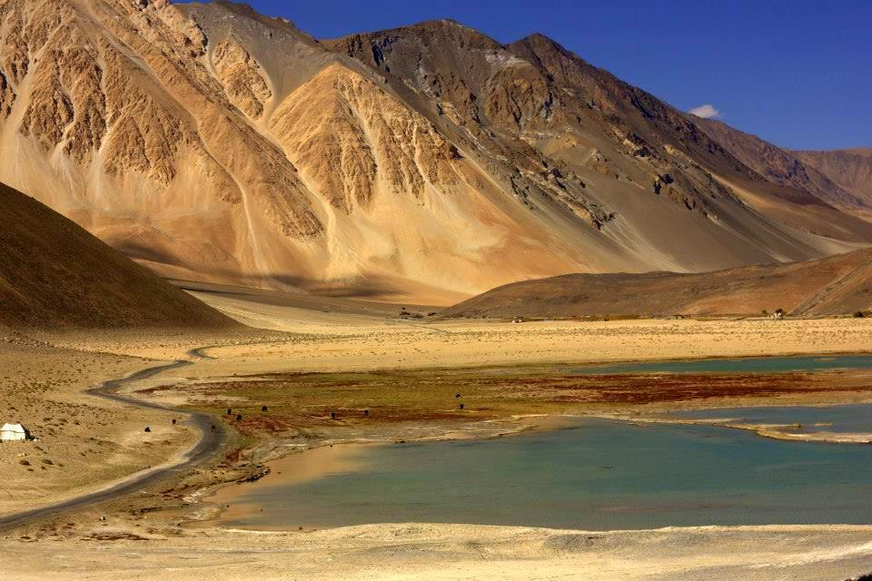 Drive to Pangong Tso from Leh is stunning