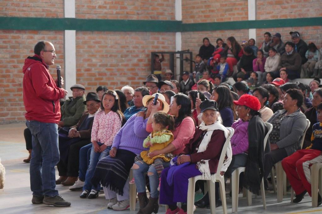 Prefectura fortalece el sector agrícola, vial y social en la parroquia Fernández Salvador