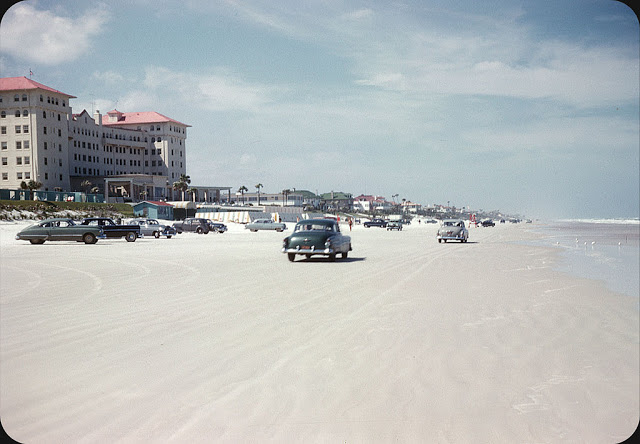 Everyday Life at Beaches in Florida during the 1950s (25)