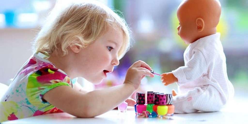 Les parents influencent-ils leurs enfants à préférer certains jouets ?