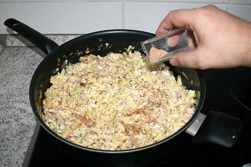 13 - Mit Salz, Pfeffer & Muskatnuss abschmecken