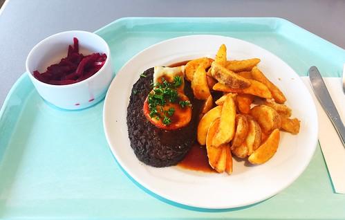 Salisbury steak with BBQ sauce & potato wedesg / Rinderhacksteak mit BBQ-Sauce & Country Potatoes
